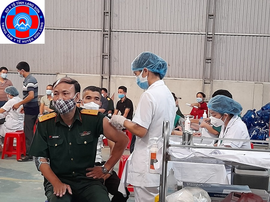Trung tâm Y tế Hữu Lũng thực hiện tiêm chủng vắc xin phòng Covid-19 đợt 5