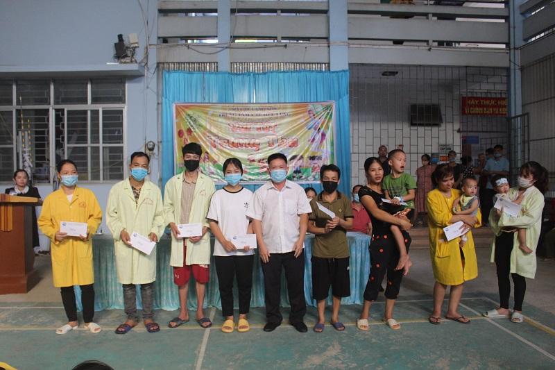 Vui tết trung thu của bệnh nhi tại Trung tâm Y tê huyện Hữu Lũng