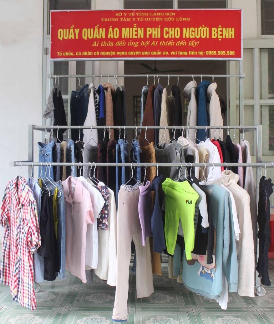 Tiếp nhận quần áo từ thiện cho bệnh nhân điều trị tại trung tâm Y tế huyện Hữu Lũng