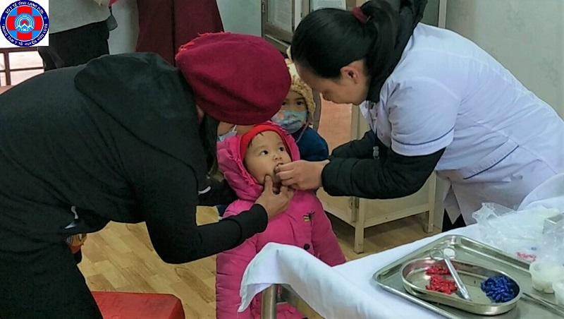 Cung cấp Vitamin A liều cao đợt 2 cho trẻ em  tại huyện Hữu Lũng